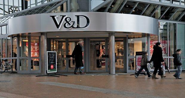 Oproep CNV: neem gedupeerde V&D schoonmakers in dienst!