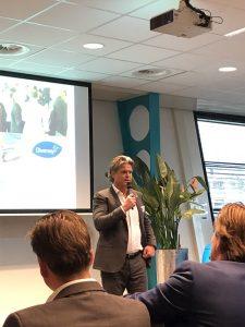 Henk Toering heet alle aanwezigen welkom op het Europese hoofdkantoor van Diversey.