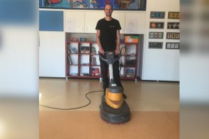 """""""Als je met de beste producten werkt, geniet je langer van je vloer"""" Floorprotect Crohill Consist polymeer"""