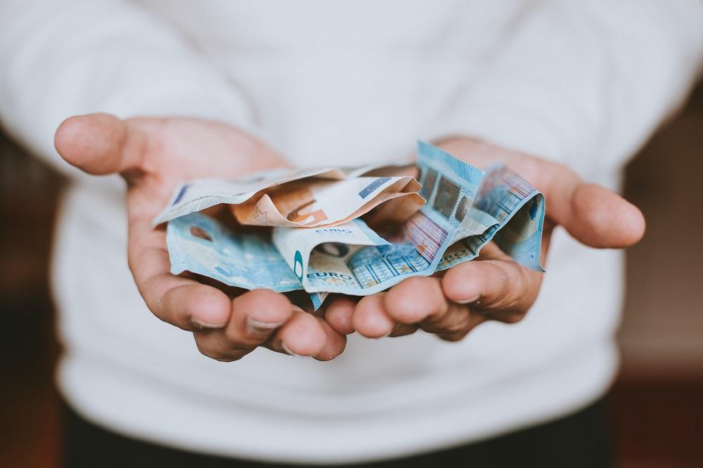 526 schoonmaakbedrijven ontvangen NOW 3 Minder schoonmaakbedrijven failliet in augustus Per 1 juli 2020 salaris schoonmaker weer omhoog Bonus voor de schoonmakers: belofte maakt schuld