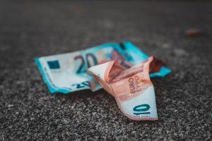 TOSB: Schoonmakers dreigen zorgbonus mis te lopen wee schoonmaakbedrijven failliet in september