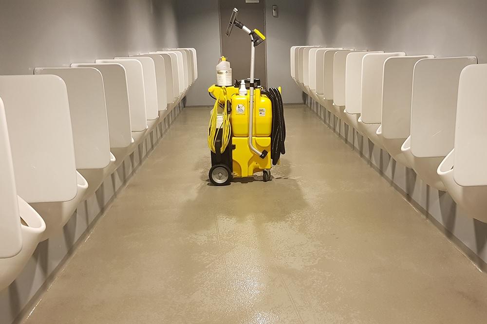 Toiletten en vloeren beter, veiliger en veel sneller reinigen? Kaivac No Touch Cleaning